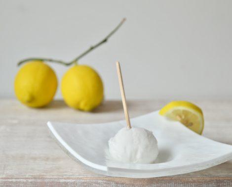 """""""La grande novità di Nonno Ferruccio. Gelato al limone ricoperto da una sottile e gustosa glassa. Servito su bastoncino, sostituisce il classico sorbetto al limone"""""""